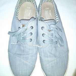 Men's 9.5 Tom's Canvas shoes (used)